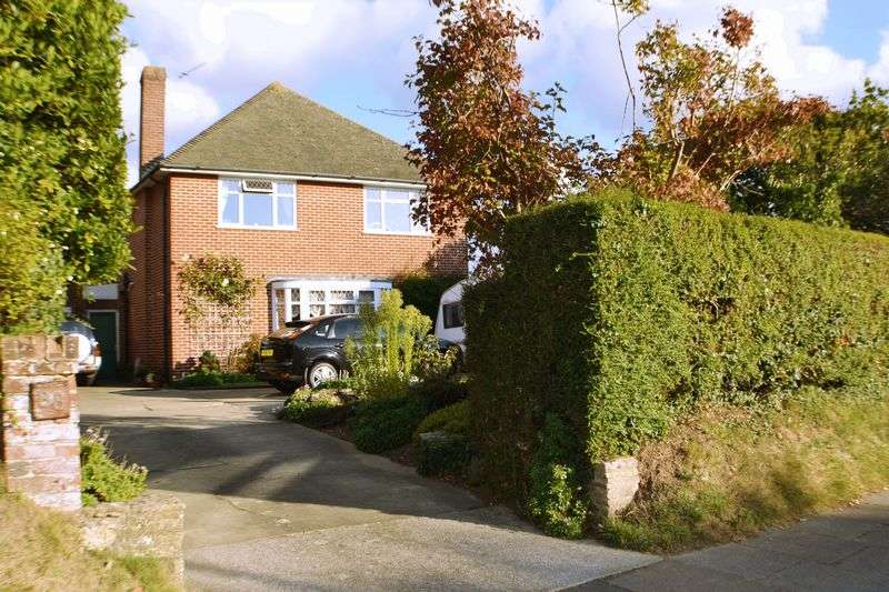 5 Bedrooms Detached House for sale in Thomas A'Becket