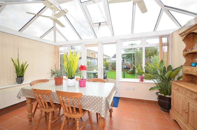 4 Bedrooms Semi Detached House for sale in Station Road, Lingfield, Surrey