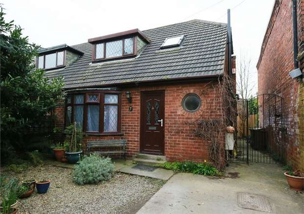 3 Bedrooms Semi Detached House for sale in Willow Grove, Wakefield, West Yorkshire