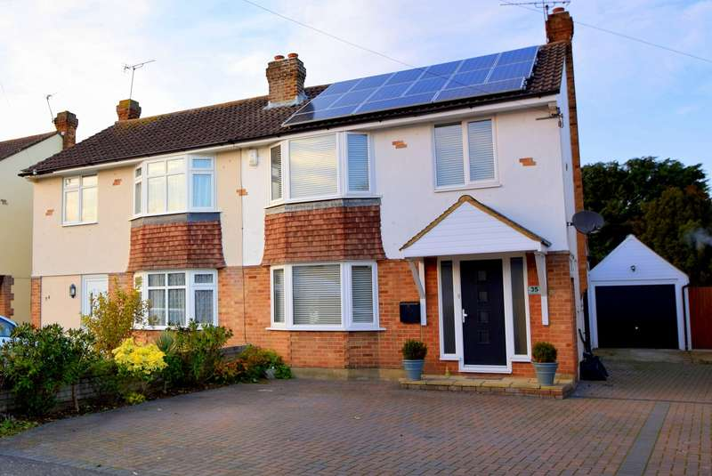 3 Bedrooms Semi Detached House for sale in Carter Close, Windsor, SL4