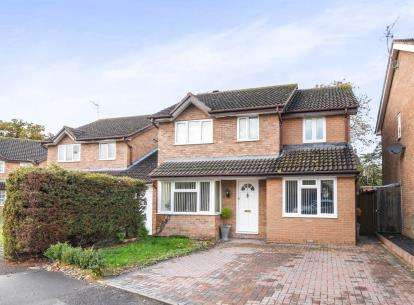 4 Bedrooms Detached House for sale in Aspen Close, Evesham, Worcestershire