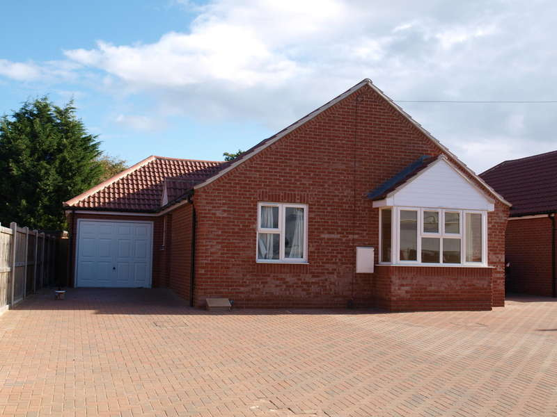 3 Bedrooms Detached Bungalow for sale in Little Clacton