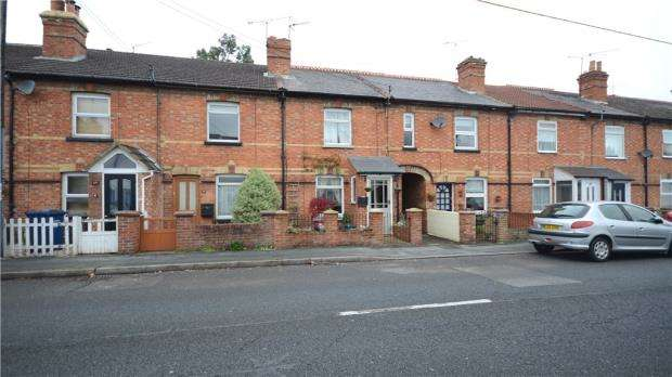 2 Bedrooms Terraced House for sale in Badshot Lea Road, Badshot Lea, Farnham