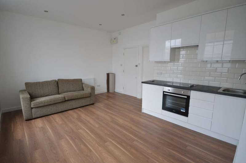 1 Bedroom Apartment Flat for sale in Commercial Road, Canary Wharf
