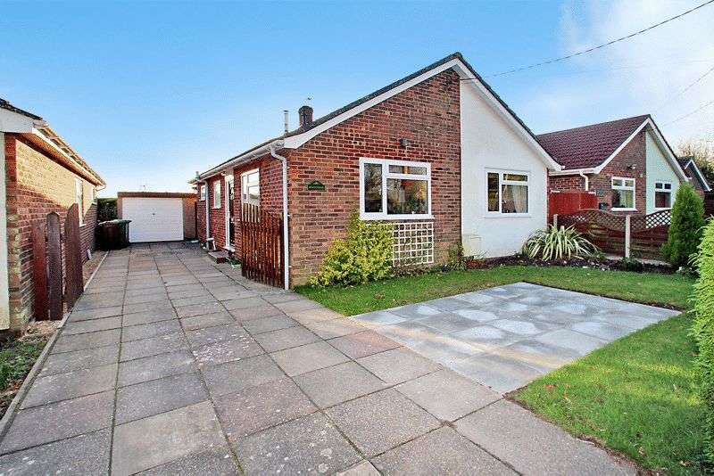 3 Bedrooms Detached Bungalow for sale in Little Plumstead, NR13