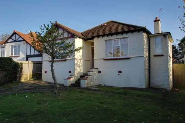 2 Bedrooms Detached Bungalow for sale in Potter Street, Northwood, Middlesex, HA6 1QD