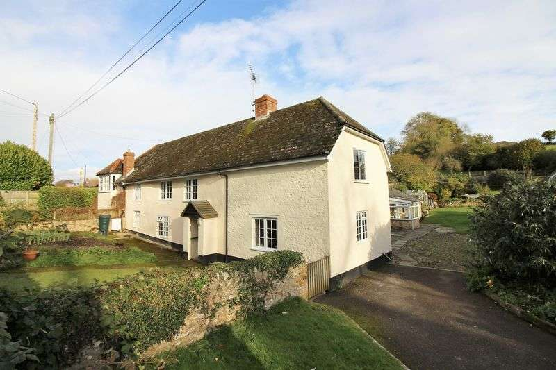 4 Bedrooms Semi Detached House for sale in Membury