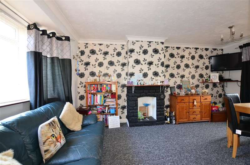 3 Bedrooms Terraced House for sale in St. Williams Way, Rochester, Kent