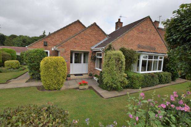 3 Bedrooms Detached Bungalow for sale in Hay Brow Crescent, Scalby, Scarborough, North Yorkshire, YO13 0SG