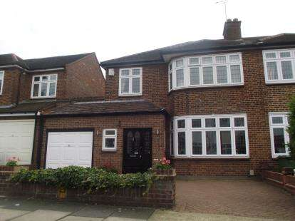 3 Bedrooms Semi Detached House for sale in Gidea Park, Essex