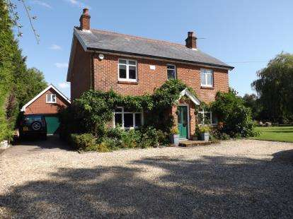 4 Bedrooms Detached House for sale in Cadnam, Southampton, Hampshire