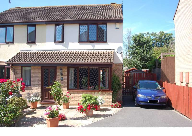 3 Bedrooms Semi Detached House for sale in Grafton Close