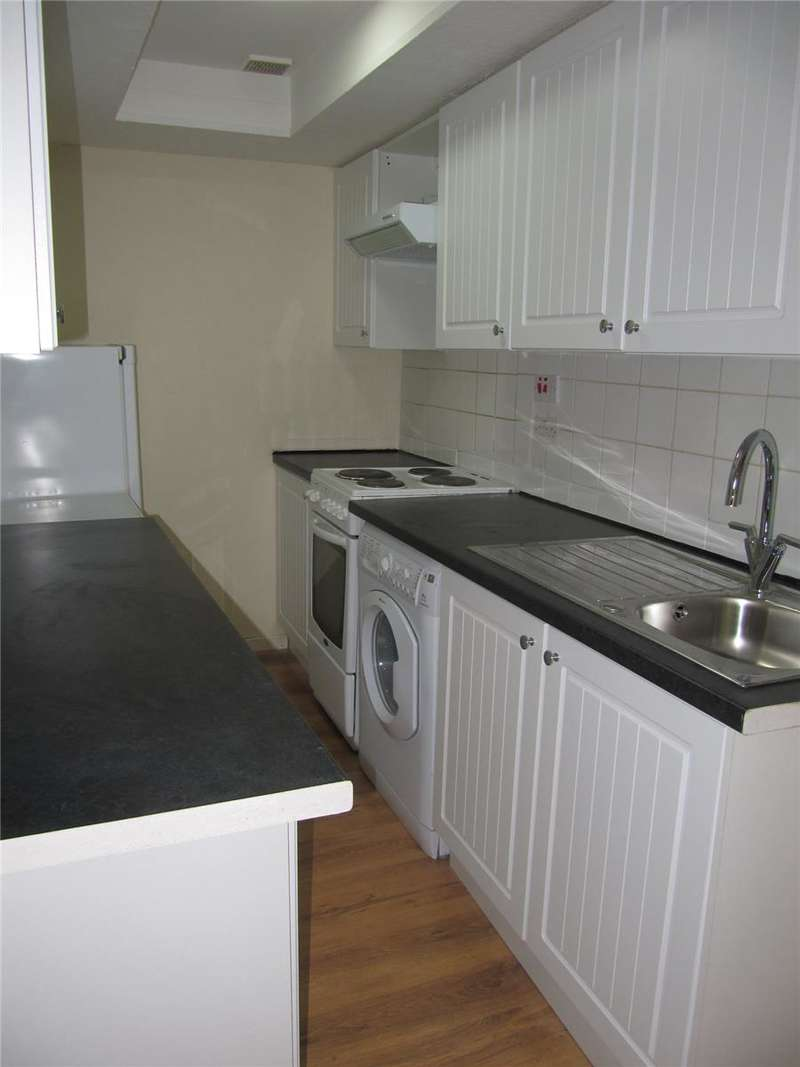 3 Bedrooms Flat for rent in Byres Road, Hillhead, Glasgow