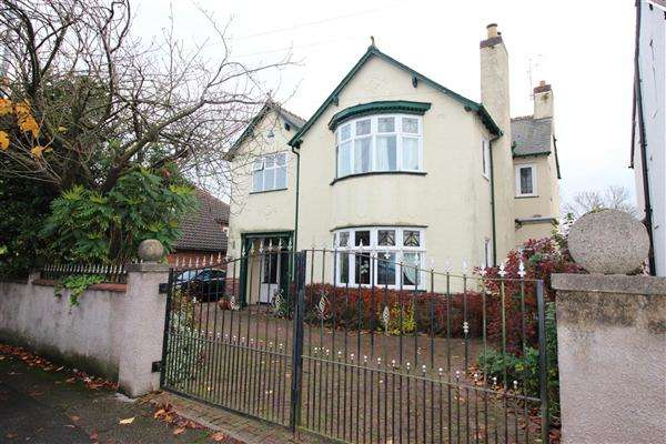 5 Bedrooms Detached House for sale in The Crescent, Walsall