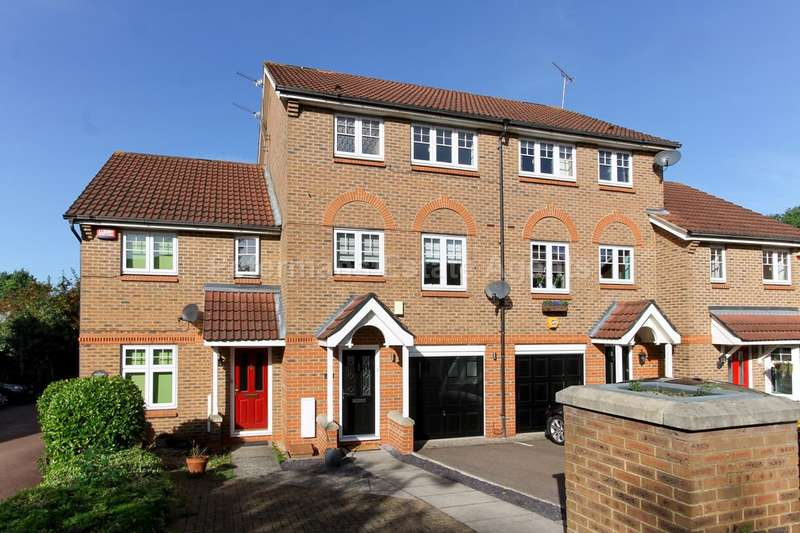 3 Bedrooms Town House for sale in Larkspur Grove, Edgware, HA8