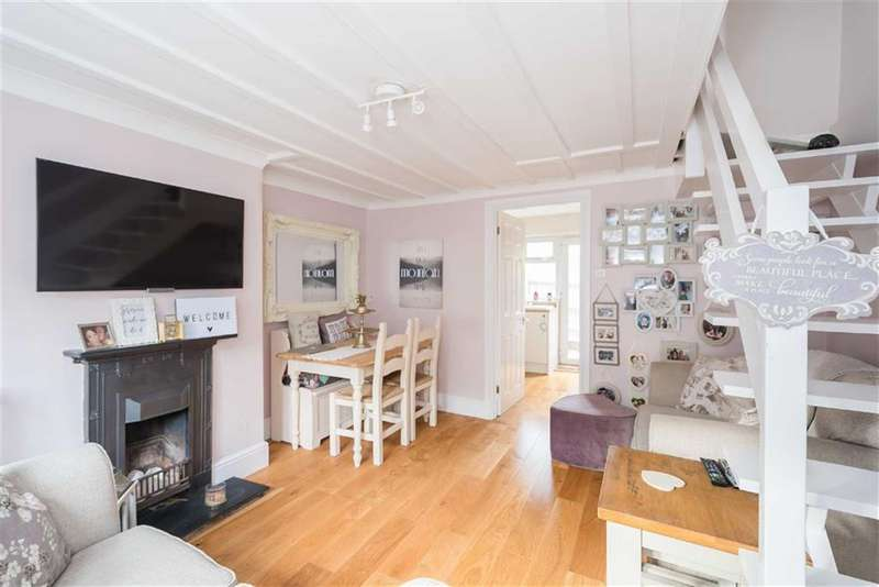 2 Bedrooms Property for sale in Park Road, Rickmansworth, Hertfordshire, WD3