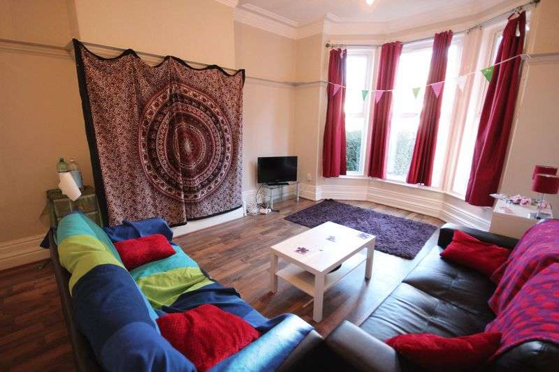 6 Bedrooms Terraced House for rent in Kelso Road, Hyde Park