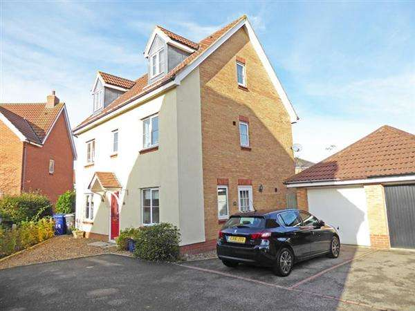 6 Bedrooms Detached House for sale in Chaffinch Road, BURY ST. EDMUNDS IP32 7GN