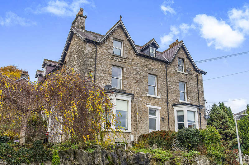 2 Bedrooms Flat for sale in Carlton House Fernleigh Road, Grange-Over-Sands, LA11