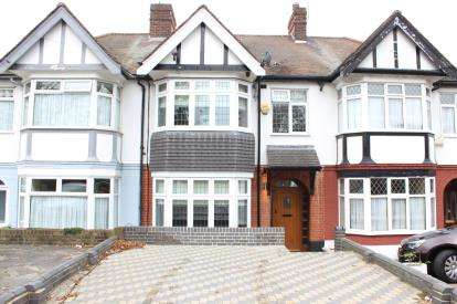 3 Bedrooms Terraced House for sale in Hainault, Essex