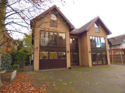 6 Bedrooms Detached House for sale in Emerson Park, Hornchurch, Essex