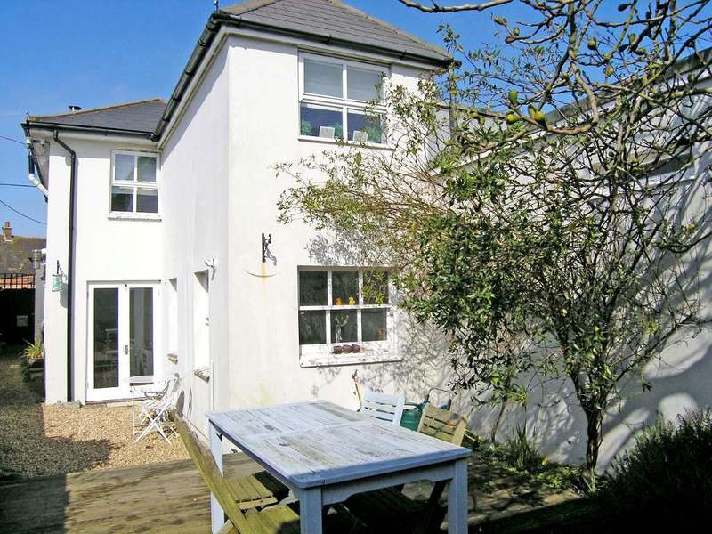 2 Bedrooms Semi Detached House for sale in 29 High Street, Bembridge, Isle of Wight, PO35 5SD