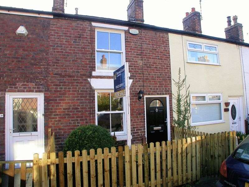 2 Bedrooms Terraced House for sale in POYNTON (PARK LANE)