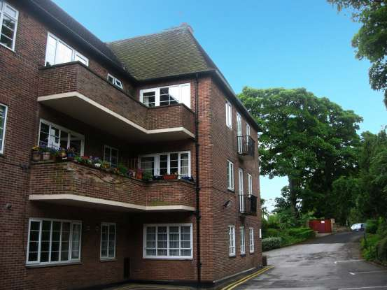 1 Bedroom Flat for sale in Stumperlowe Mansions, Sheffield, South Yorkshire, S10 3QQ