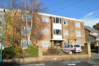 2 Bedrooms Flat for sale in Bearcross, Bournemouth, Dorset