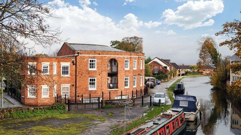 2 Bedrooms Flat for sale in Dukes bridge Court, New Road, Lymm