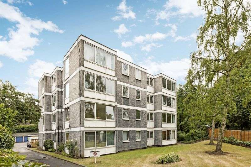 3 Bedrooms Flat for sale in Queens Ride, Barnes, London, SW13