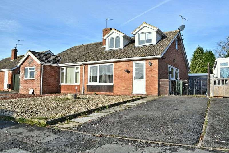 3 Bedrooms Semi Detached Bungalow for sale in Green Close, Didcot.