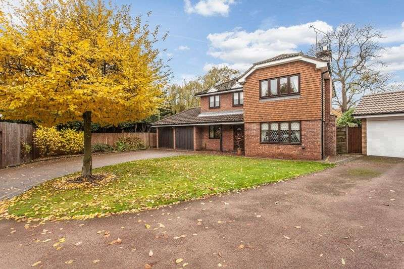 4 Bedrooms Detached House for sale in High Grove, Bromley