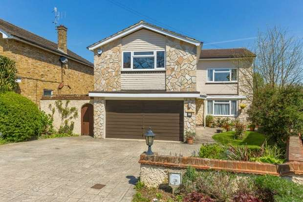 5 Bedrooms Detached House for sale in Avenue Rise, BUSHEY, Hertfordshire