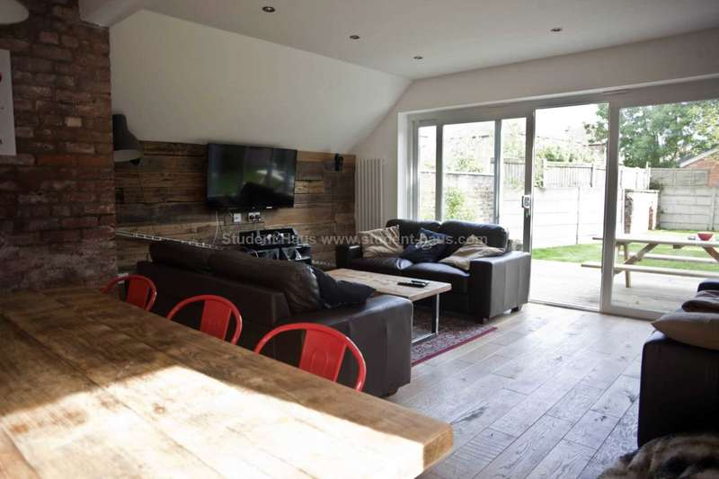10 Bedrooms House for rent in Egerton Road, Manchester
