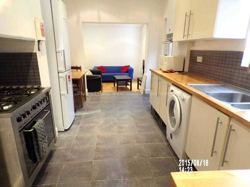 5 Bedrooms House for rent in Whitby Road, Manchester