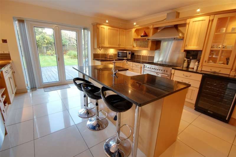 4 Bedrooms Detached House for sale in Woodham Park Way, Woodham, Surrey, KT15