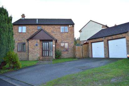 4 Bedrooms Detached House for sale in Bearwood, Bournemouth, Dorset