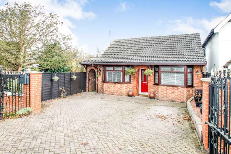 3 Bedrooms Detached Bungalow for sale in Wollaston Road, Irchester