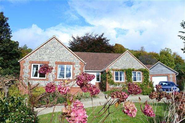 3 Bedrooms Bungalow for sale in The Willows, Chetcombe Road, Mere