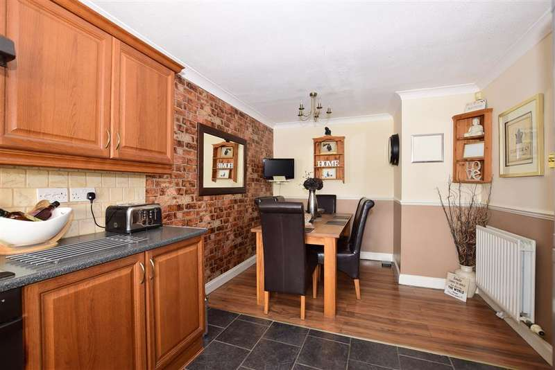 3 Bedrooms Terraced House for sale in Caxton Close, Hartley, Longfield, Kent