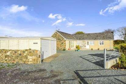 2 Bedrooms Bungalow for sale in Llangwnadl, Gwynedd, LL53