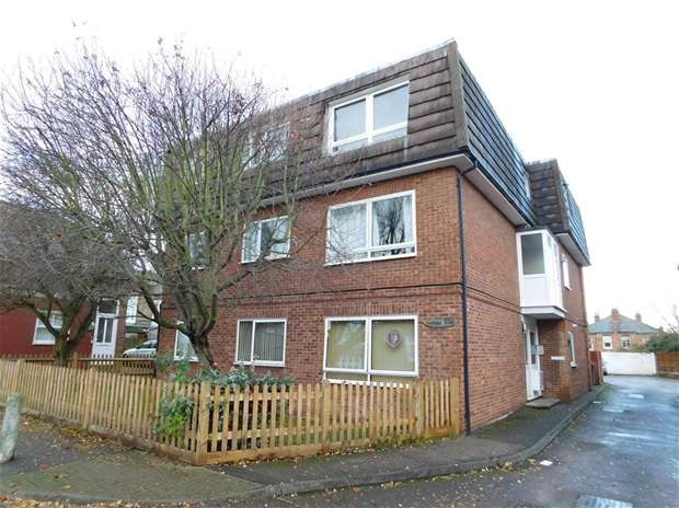 2 Bedrooms Flat for sale in Bond Road, Surbiton