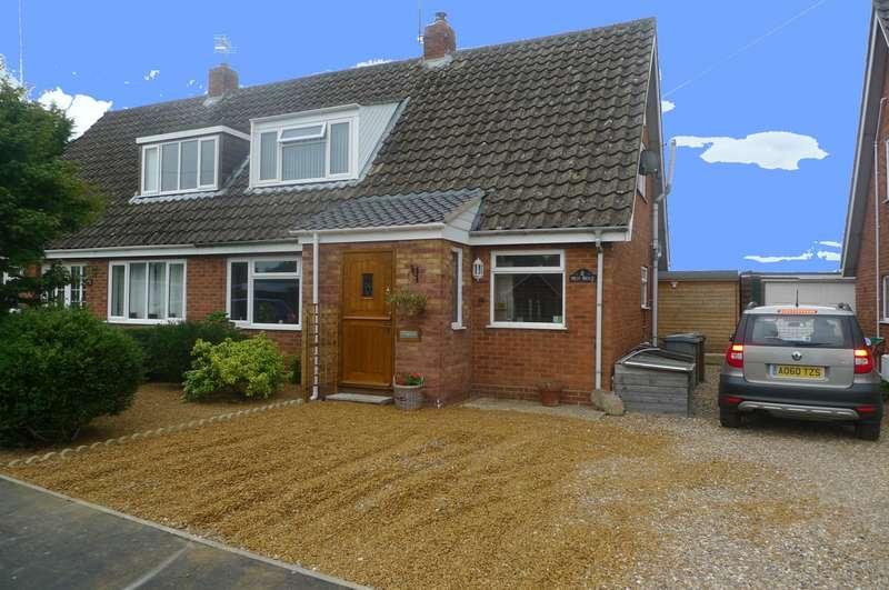 4 Bedrooms Bungalow for sale in Manor Ridge, Blofield, Norwich, NR13