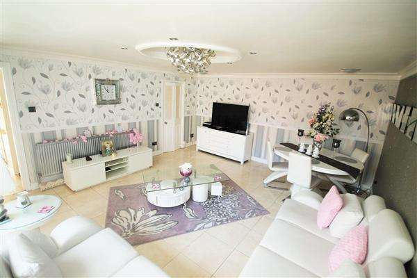 3 Bedrooms Bungalow for sale in Clouden Road, Kildrum, Cumbernauld