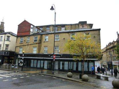 2 Bedrooms Flat for sale in Crown Street, Halifax, West Yorkshire