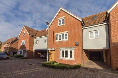 5 Bedrooms Link Detached House for sale in Rayleigh, Essex, United Kingdom