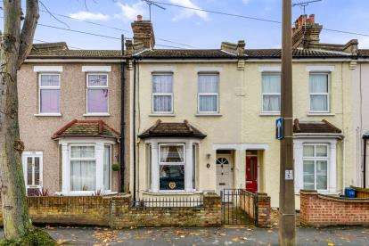 3 Bedrooms Terraced House for sale in Southend-On-Sea, Essex