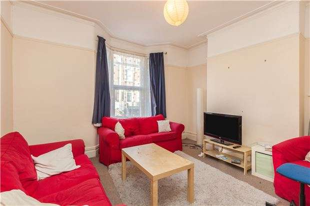 3 Bedrooms Terraced House for sale in Downend Park, Horfield. Bristol, BS7 9PU