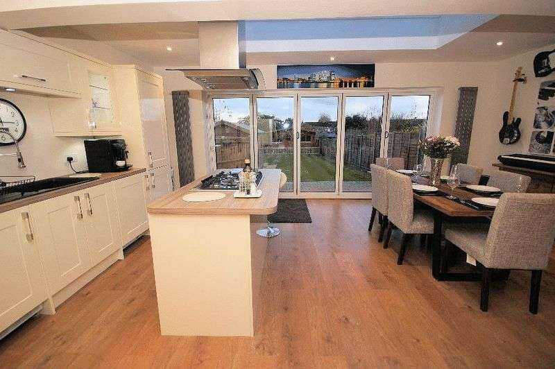 3 Bedrooms Semi Detached Bungalow for sale in The Crossway, Portchester, Fareham, PO16